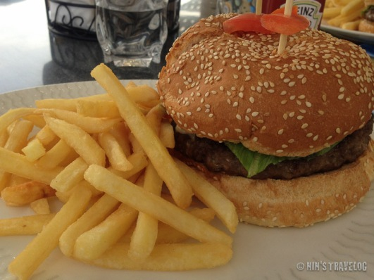 Mushroom Burger with Potato Chips
