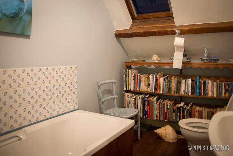 I love the bathroom, very neat and cute bathroom.