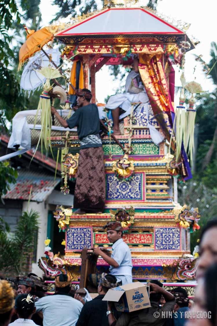 The body with it's sarcophagus parading the village street to the cremation area
