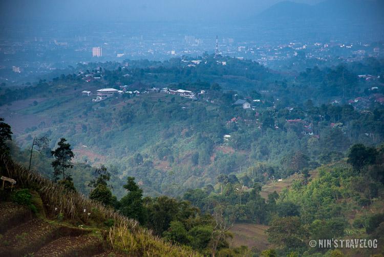 Pemandangan kota Bandung seperti dilihat dari Lembang