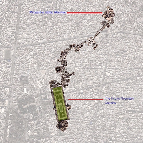 Location of Masjed-e Jāme' against the more famous Imam Khomeini Square
