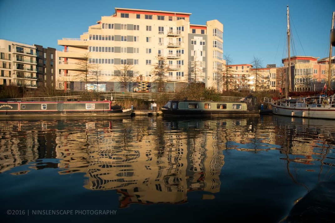Option of living in the city: in an apartment in the middle of the city or in a long boat (especially for Bristol).
